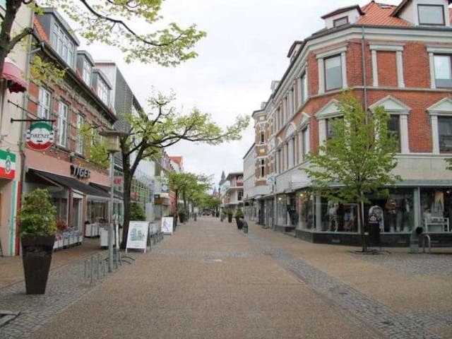 Room downtown +free private parking - Frederikshavn - Apartment