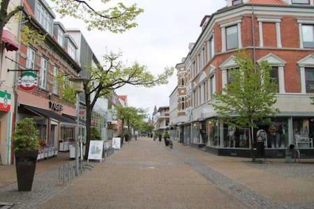 Room downtown +free private parking - Frederikshavn