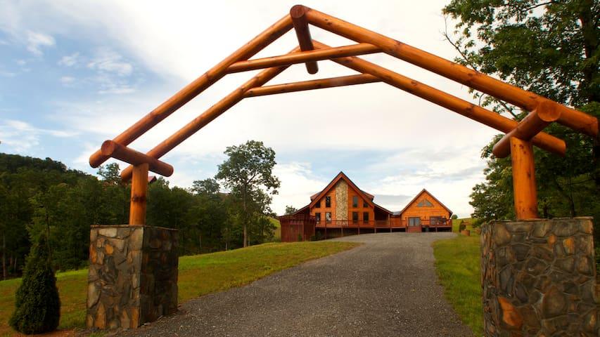 Log Cabin in Blue Ridge Mountains - Dobson - Cottage