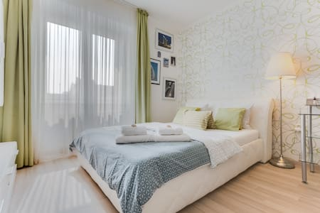 Beautiful room-8min to city centre & 1min to metro