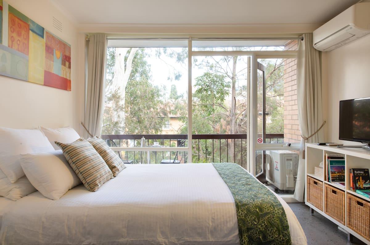 Fantastic Fitzroy Treetop Apartment