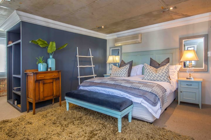 Harbour Town Room, Thesen Island, Knysna