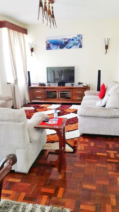 Living room equipped with all the WiFi you will ever need, cable Tv and a high definition Tv
