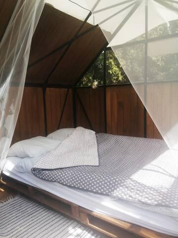 futon seng til to.140 x 200 cm.