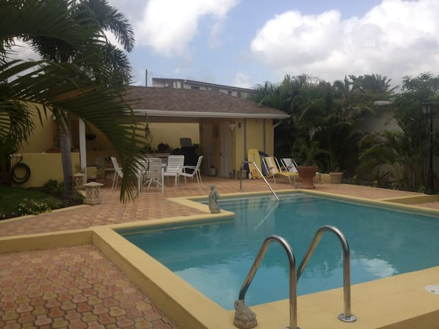 Cottage With Pool - Bridgetown - Pis