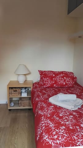 Single Room to rent in 4 bed roomed home - Letchworth Garden City - Casa