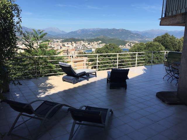 Appartement  + vaste terrasse vue mer et montagne - Ajaccio - Apartament