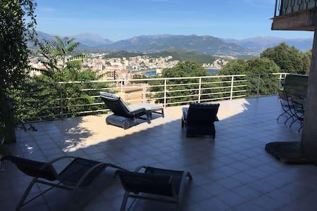 Appartement  + vaste terrasse vue mer et montagne - Ajaccio - Daire