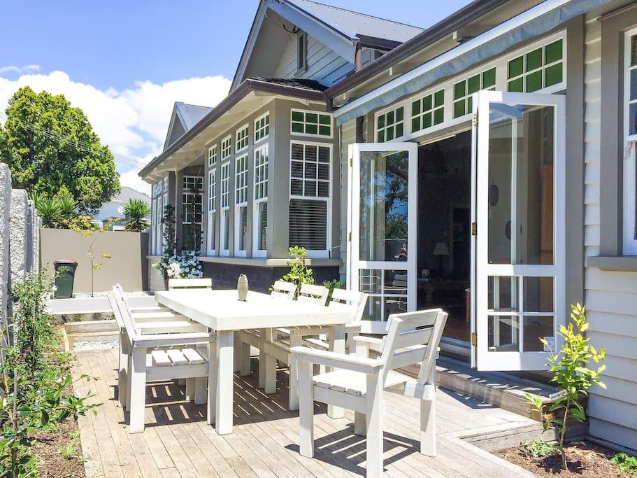 Chimneys second level of large parnell villa villas - University of auckland swimming pool ...