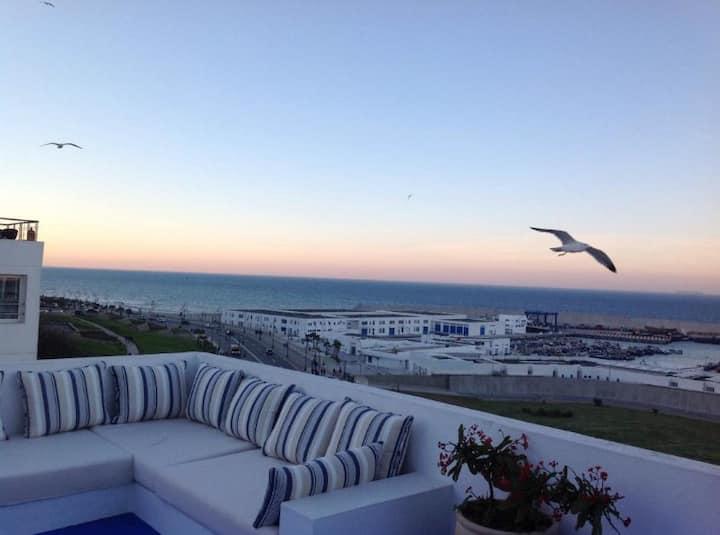 *Maison avec terrasse et vu sur la mer a tanger*