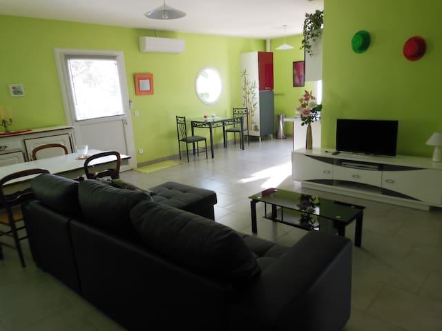 Espace Salle à manger, salon et cuisine - 35 M²