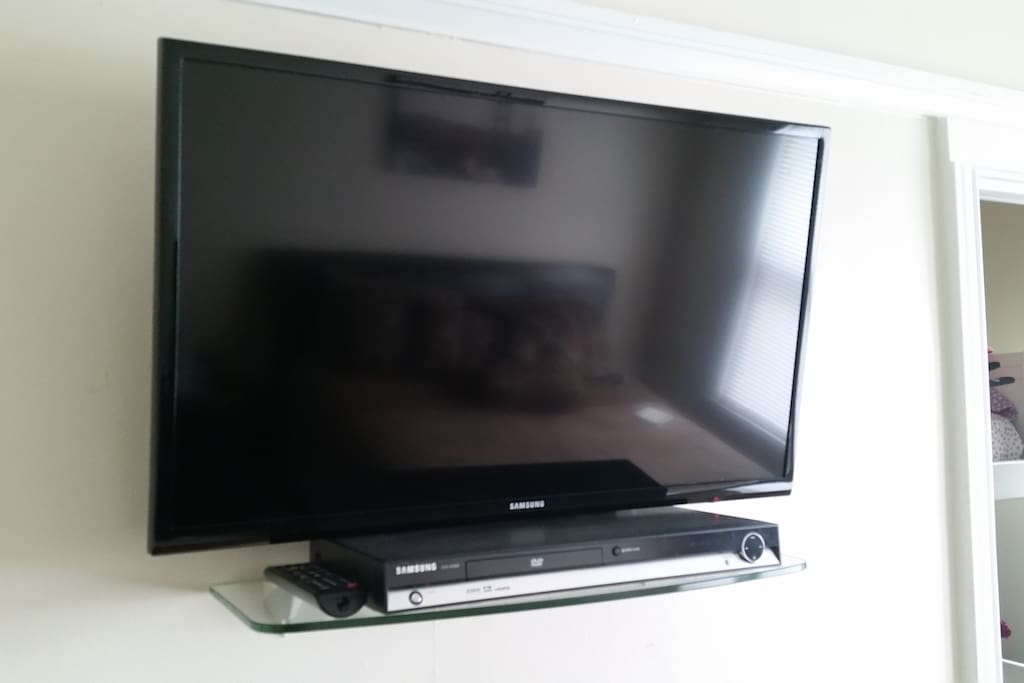 "32"" Samsung LCD TV with DVD player."