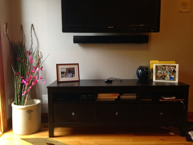 Modern Condo a block from Wrigley Field - Chicago - Appartement en résidence
