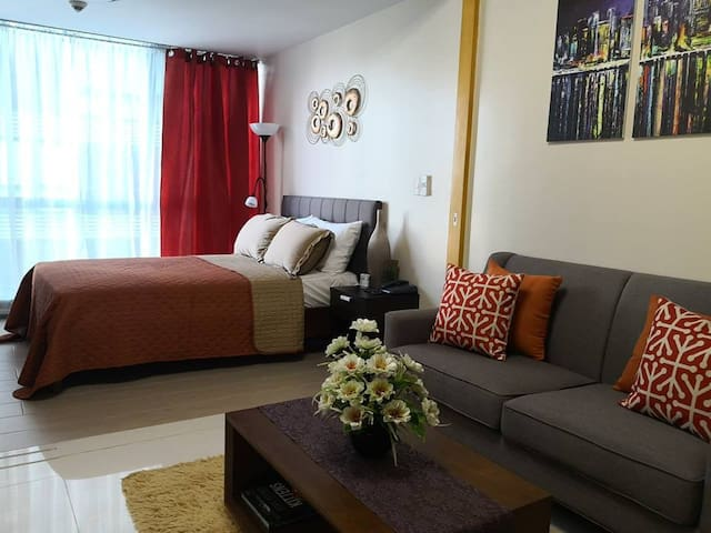 1BR Suite in BGC w/ WIFI, NETFLIX and PHONE