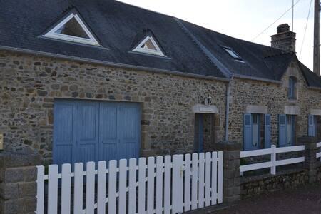 Maison typique en pierre - Blainville-sur-Mer