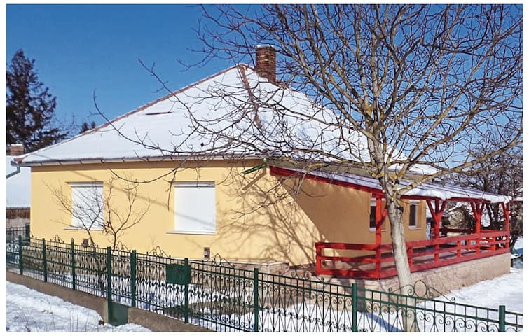 Holiday cottage with 2 bedrooms on 92 m² in Poroszló