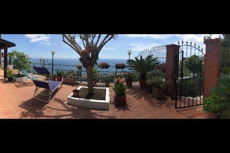 Charming seaside & hilly landscape! - Costarainera
