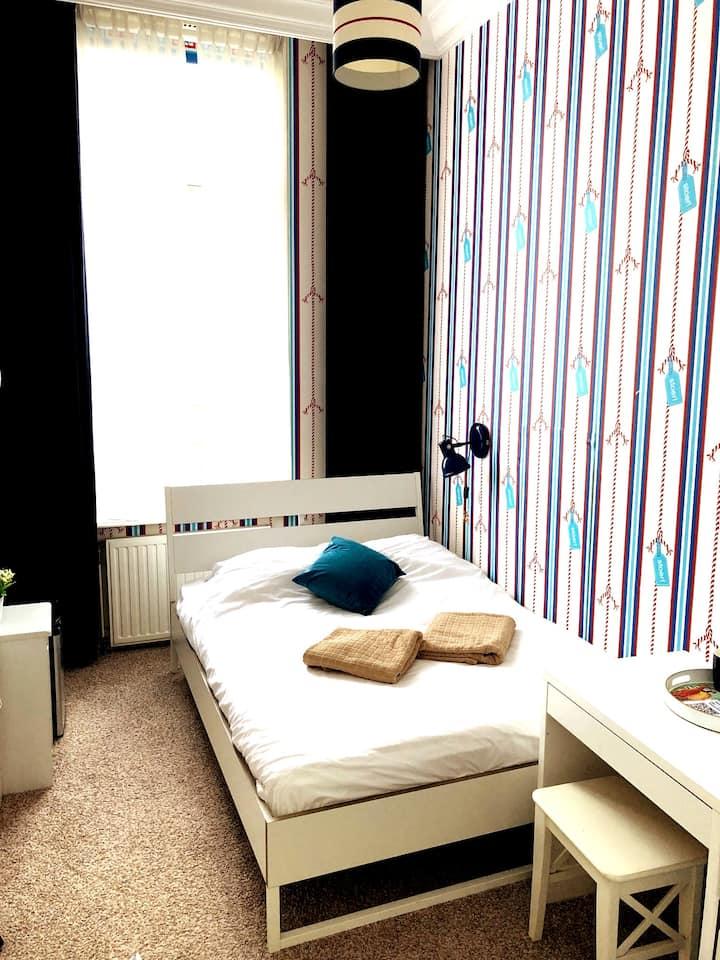 Lovely cozy room 1e floor Europol OPCW World Forum