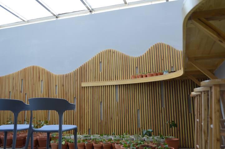 半沉式花园,顶部全部为可开闭天窗,阳光直射无障碍