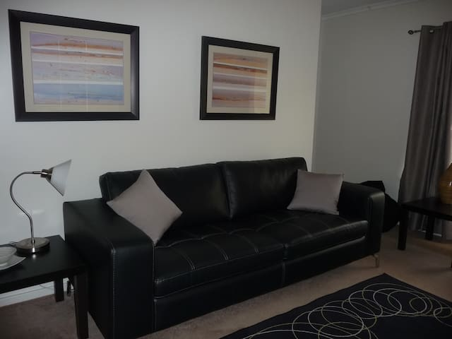 Adelaide 2 Bed Apartment Close to Western Beaches - Fulham Gardens - Apartemen