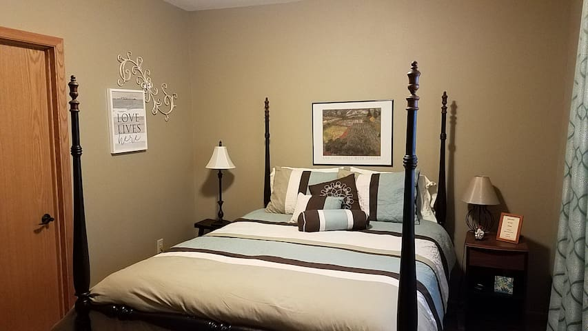 Quiet, Convenient Room in Hartford, WI