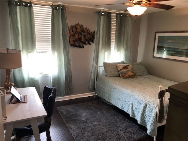 Beautiful One Bedroom by Patterson Park/Canton