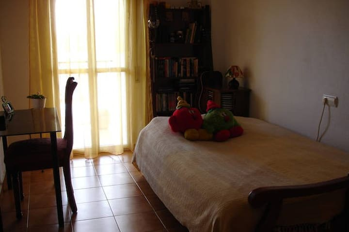 Private room in Fuengirola centre - Fuengirola - Lejlighed