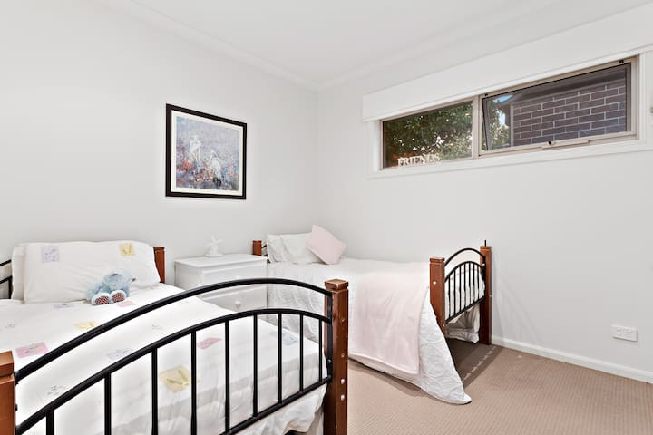 Twin Room in Pakenham Lakeside Haven