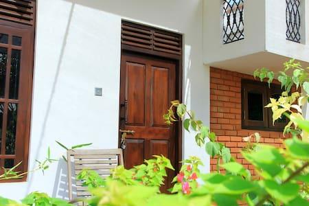 Sithmal Safari Lodge - Tissamaharama - Guesthouse - 1