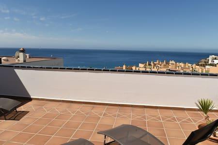 PENTHOUSE 120m2, à 200m plage, vue mer et village