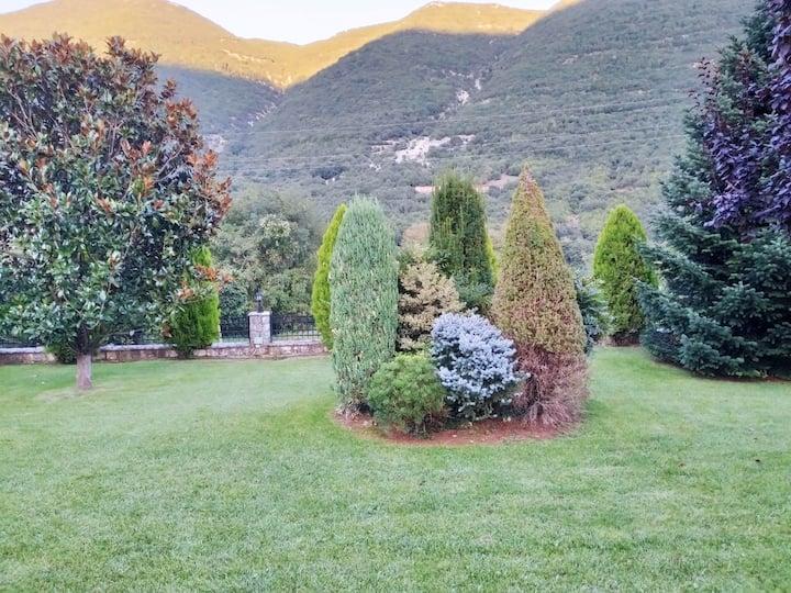 2 chambres dans maison avec très grand jardin