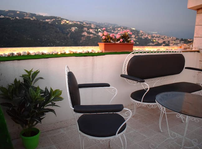 Dreamy Rooftop with Panoramic Terrace in Broumana