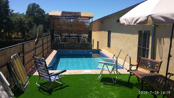 Casa rural Barranquillo con piscina privada
