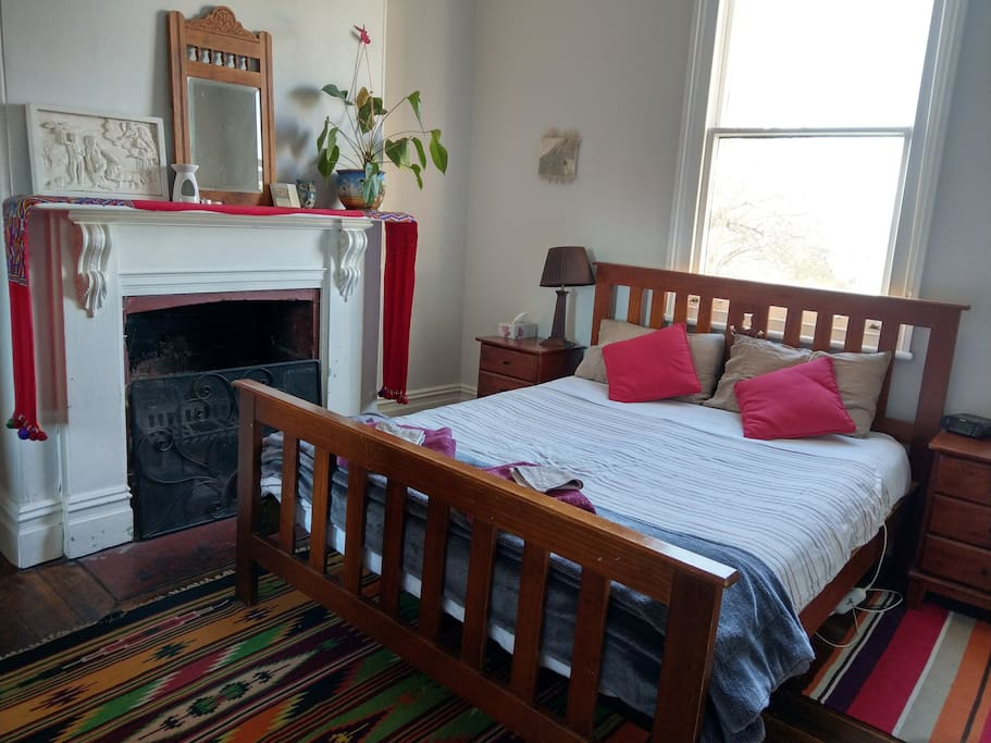Central hobart historic cottage houses for rent in west for Best private dining rooms hobart
