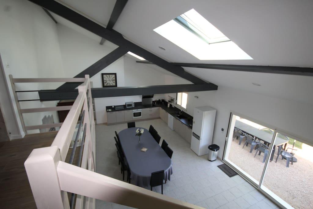 Pièce à vivre de 65 m² (vue salon)