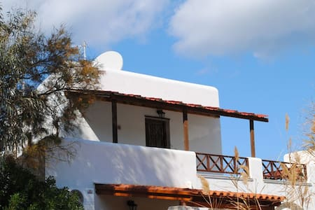 House 30 m.from sea multi terrace parking 4 people - Συρος