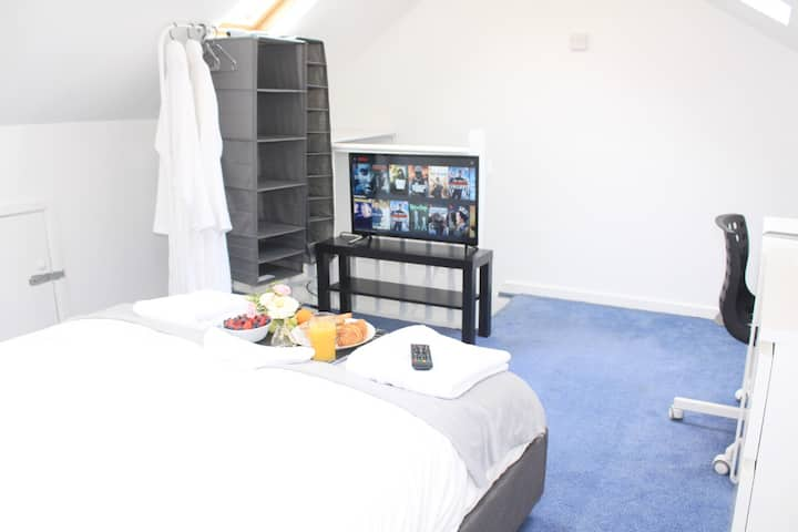 Cosy Double-Bedroom near Liverpool Shopping ParkR6