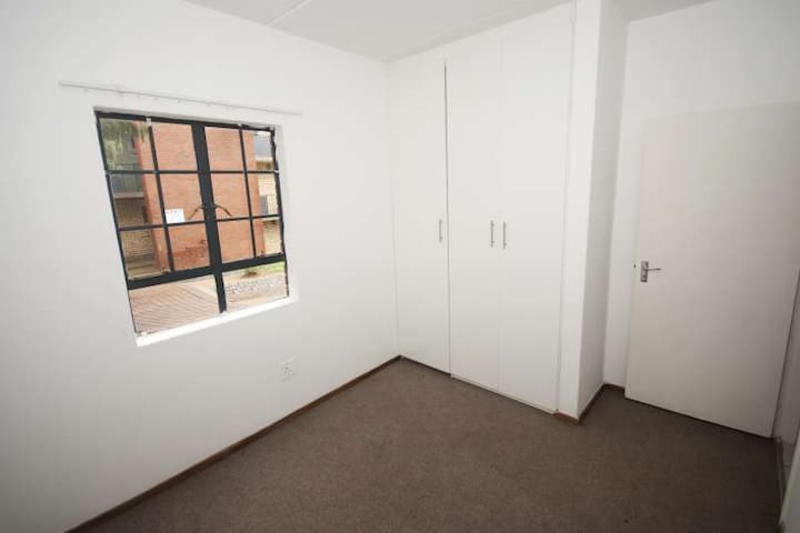 Secured Single Bedroom Available