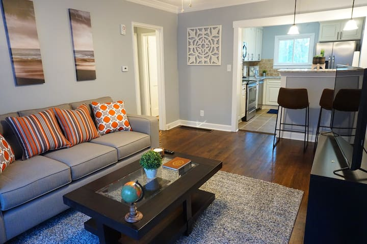 Modern Bungalow Mins From Downtown & Airport