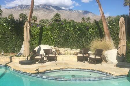 Casa Cerritos Large Master Suite - Palm Springs - Bed & Breakfast