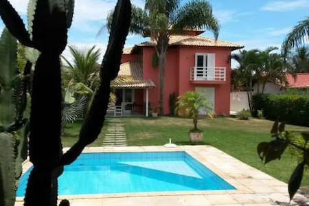 Beautiful house with swimming Pool and beach. Safe