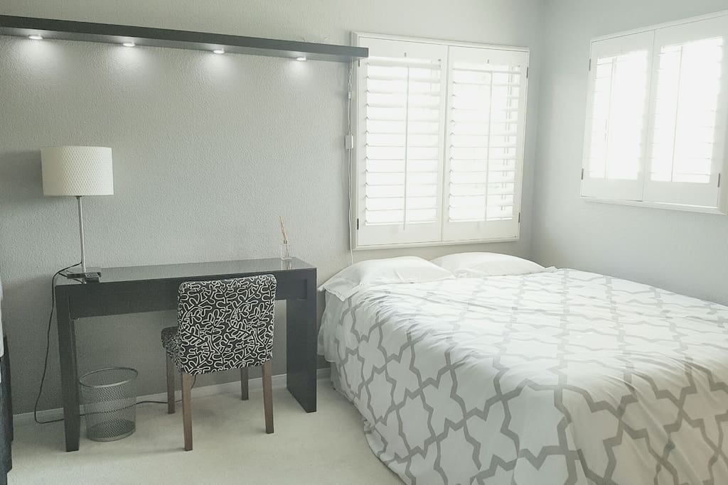 You will have your choice of 3 our of our 4 rooms (based on availability). This room has a Queen Bed.