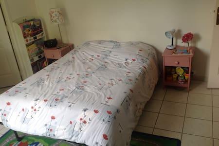 Chambre dans un pavillon familial, avec jardin - L'Isle-Adam