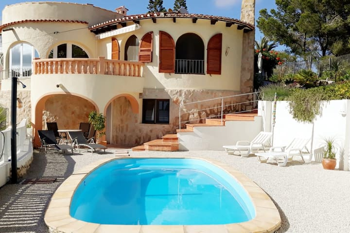 Moraira - mit Blick Penon de Ifach & Pool