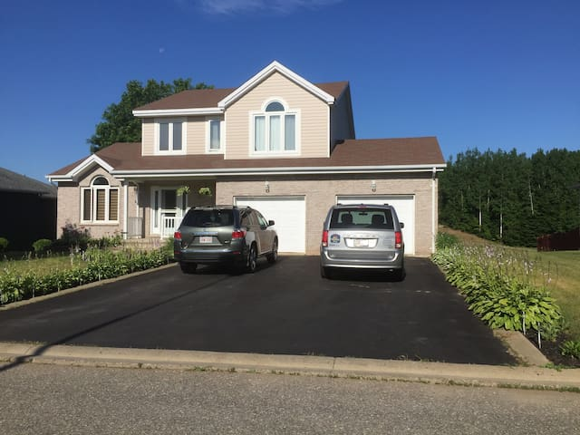 Executive Home Overlooking Beautiful Golf Course - Bathurst - Maison