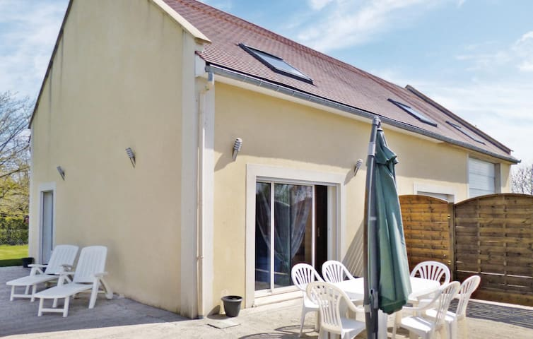 Holiday cottage with 2 bedrooms on 90 m² in Juaye Mondaye