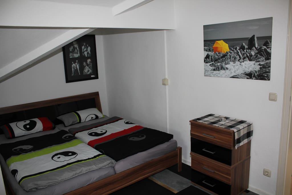Geräumiges Doppelbett (180cm x 200cm) in der Schlafnische