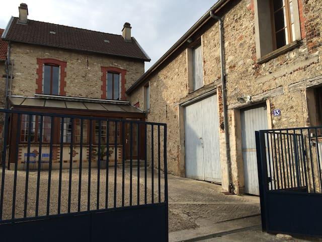 Au cœur du vignoble champenois - Vincelles - House