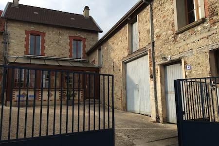 Au cœur du vignoble champenois - Vincelles - Huis