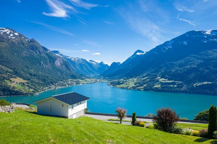 Hytte på Opheim med nydelig utsikt